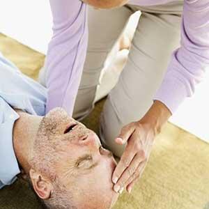 Как оказать первую помощь при инсульте